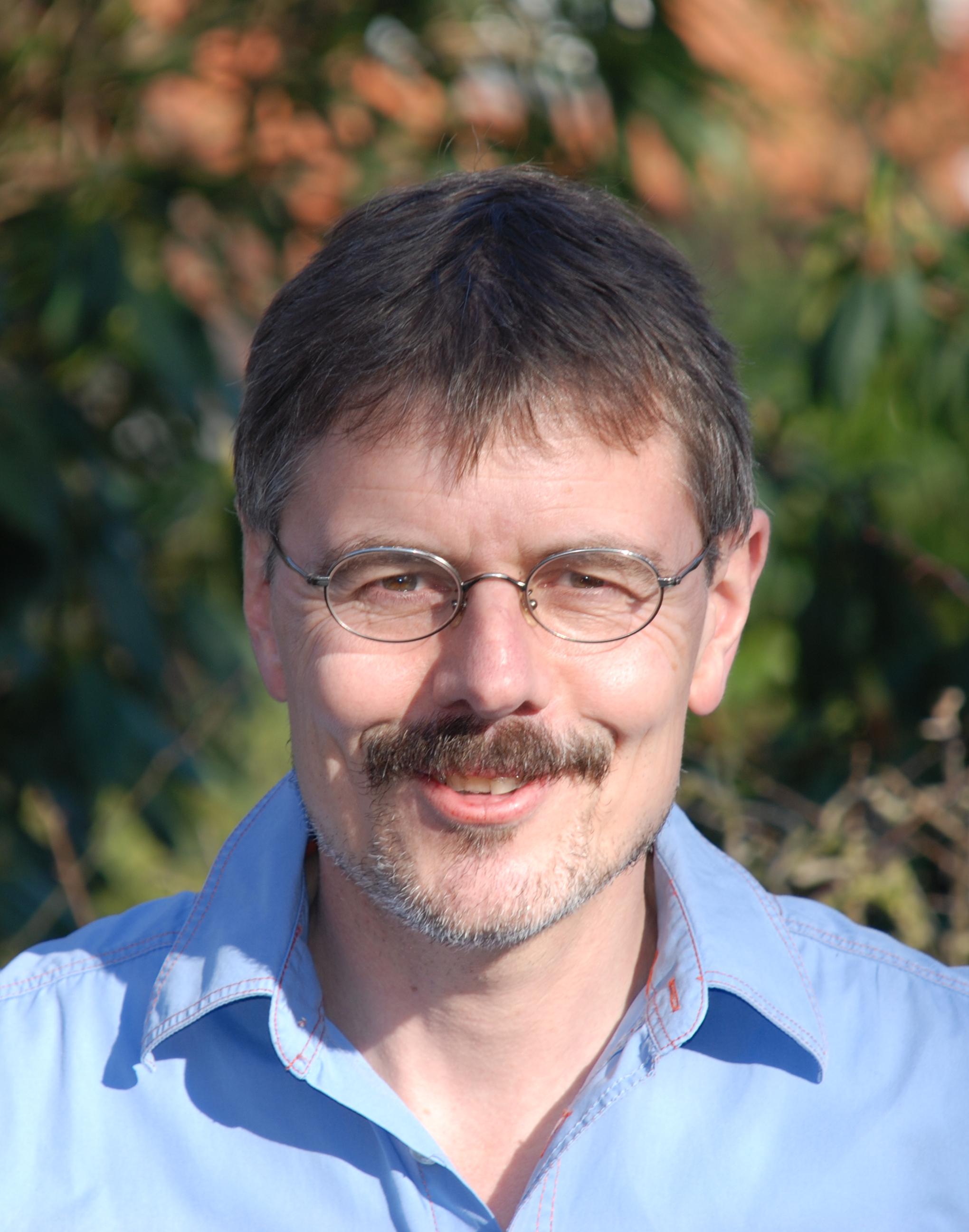 Dr. Andreas Eiynck
